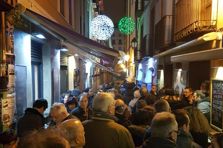 Pinchos crawl on Calle del Laurel