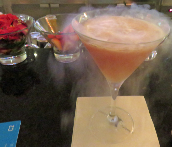 A molecular cocktail with liquid nitrogen steam
