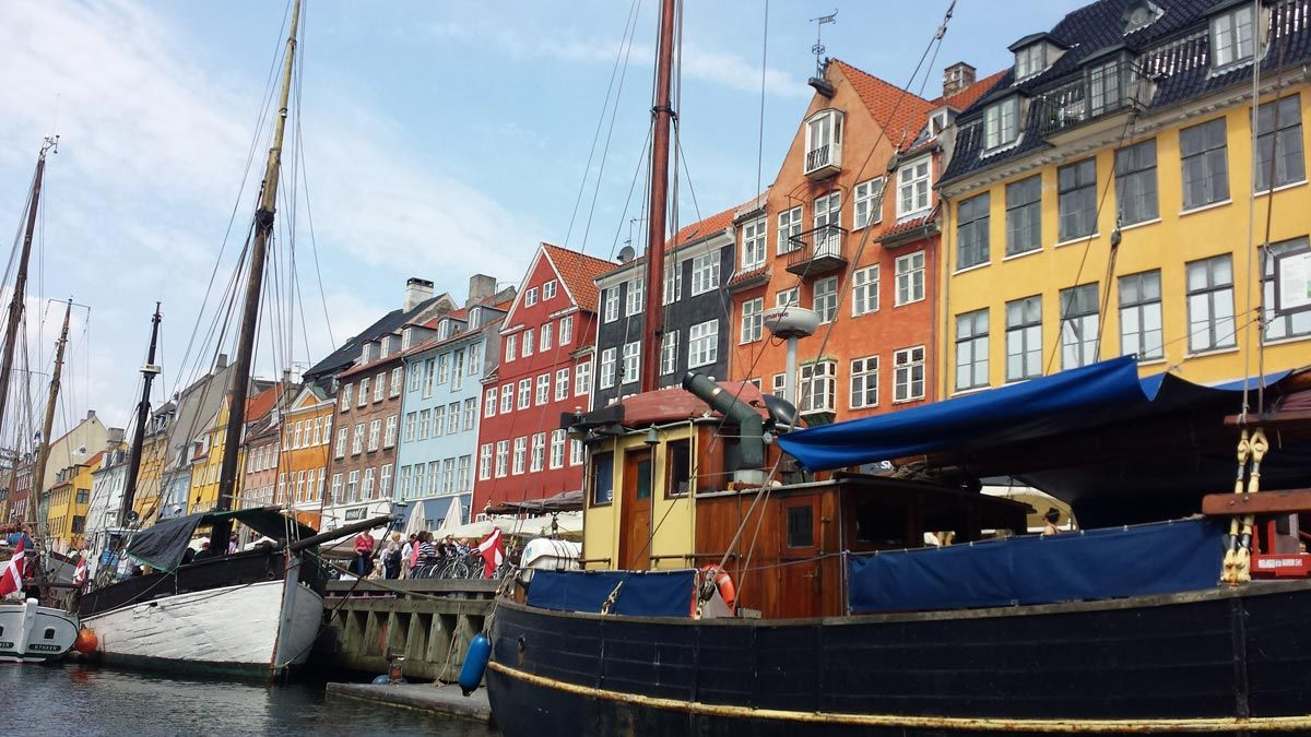Nyhavn - a neighborhood in Copenhagen that thrills travelers with its colorful townhouses
