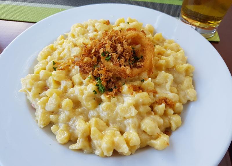 Cheesy spaetzel with crispy onions