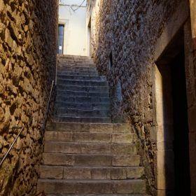 Stairway of Arya Stark being attacked