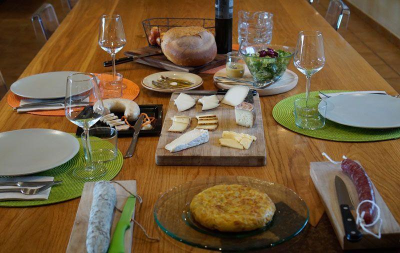 A beautiful lunch prepared by La Vinyeta