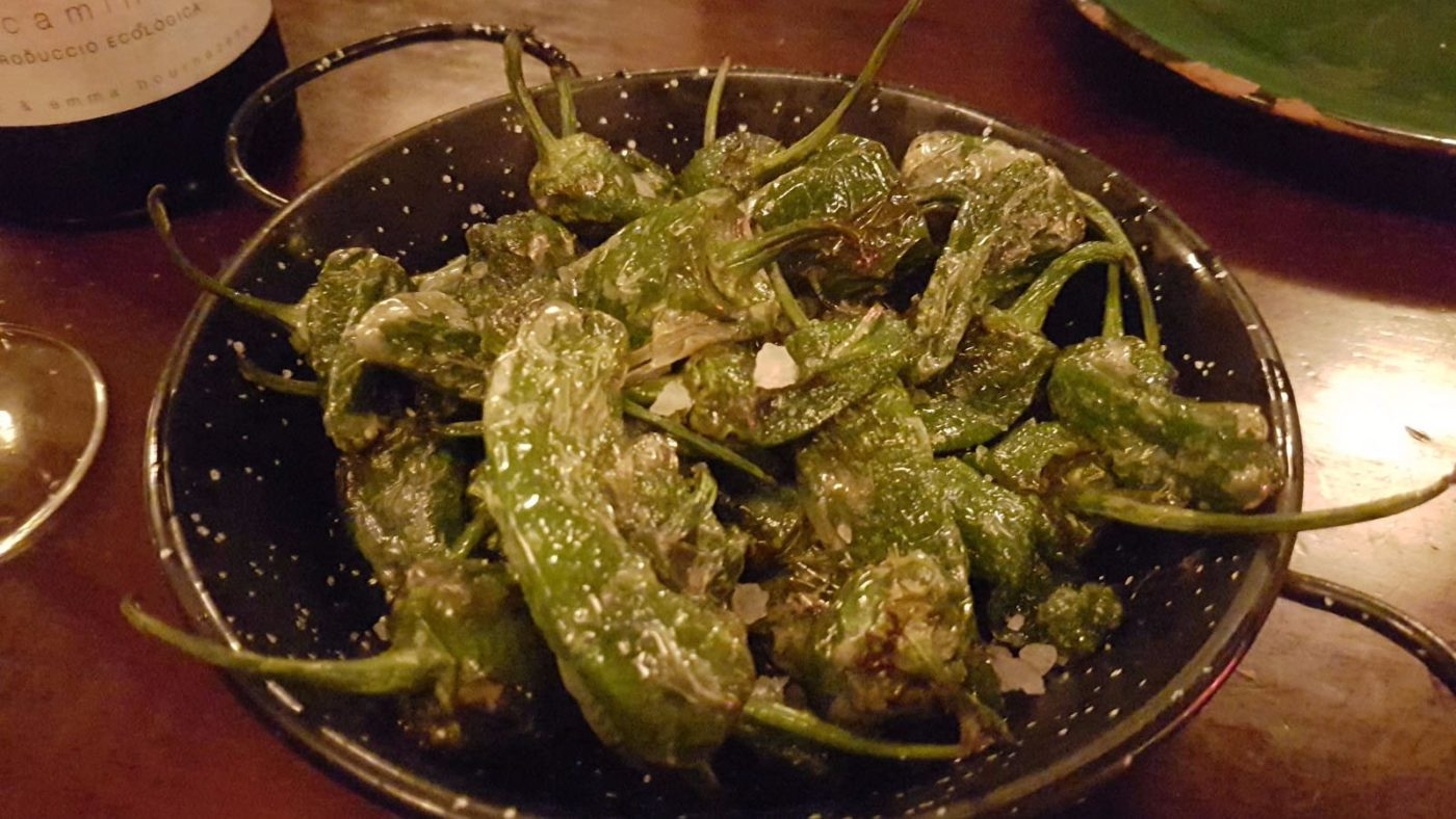 Pebrots de padró (Padron peppers)