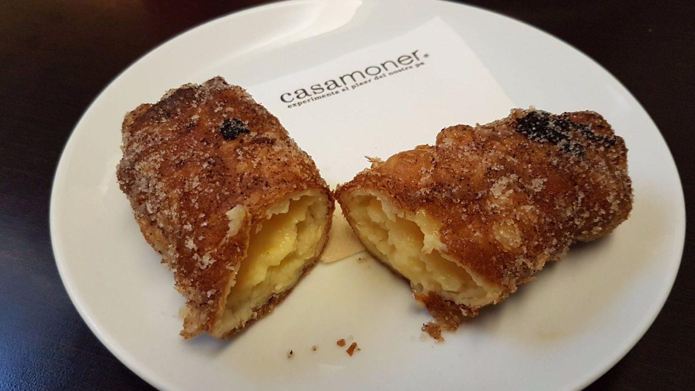 Xuixo (Sweet cream-filled pastry)