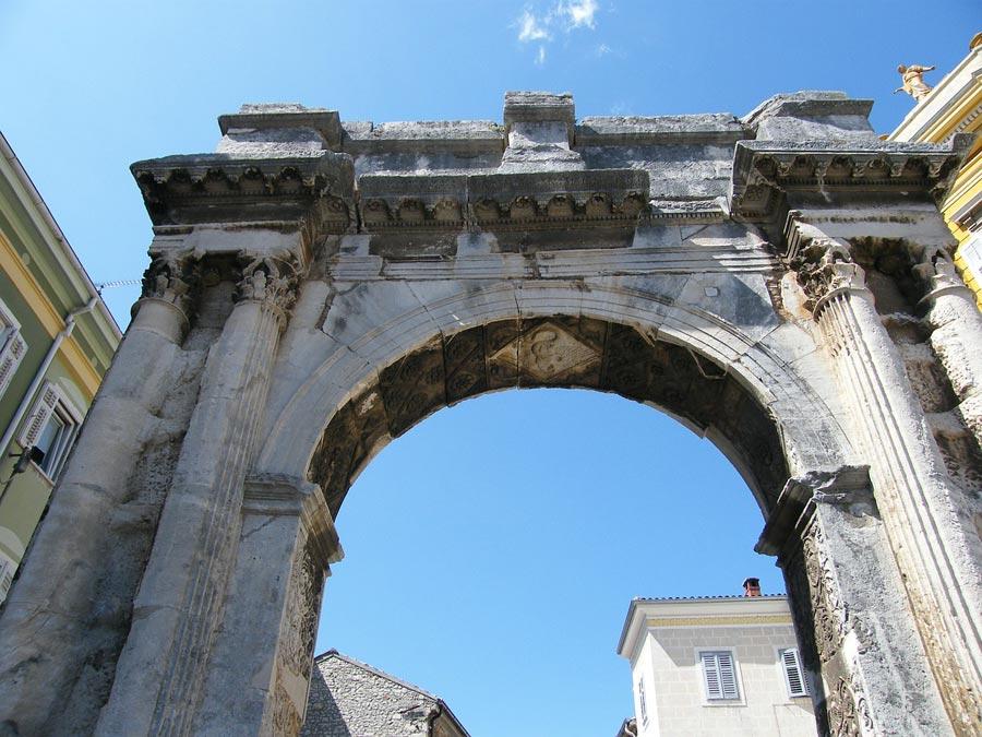 Arch de Sergius in Pula