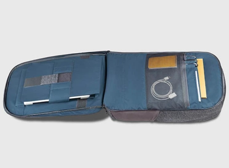 akra back compartment