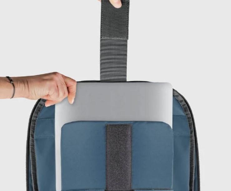 akra laptop sleeve