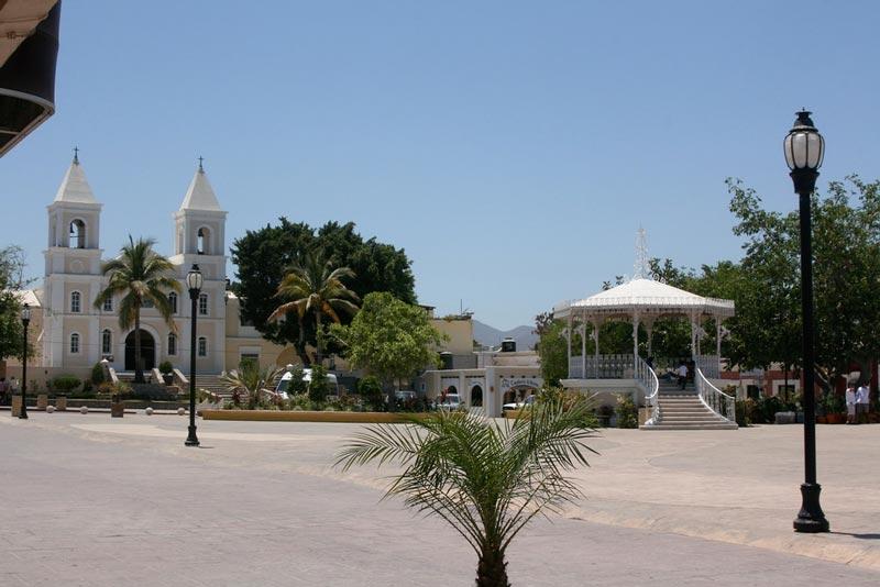 San Jose del Cabo's main plaza