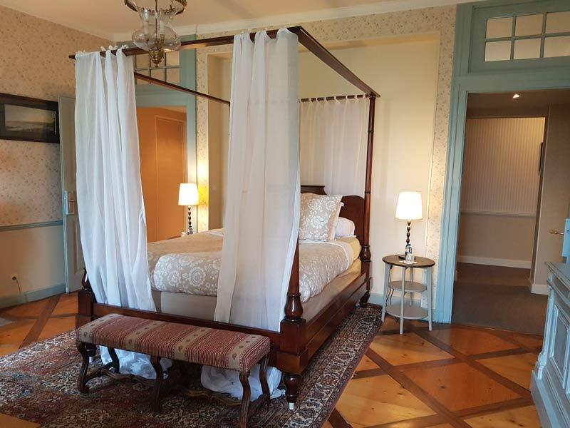Chateau des Allues guest room