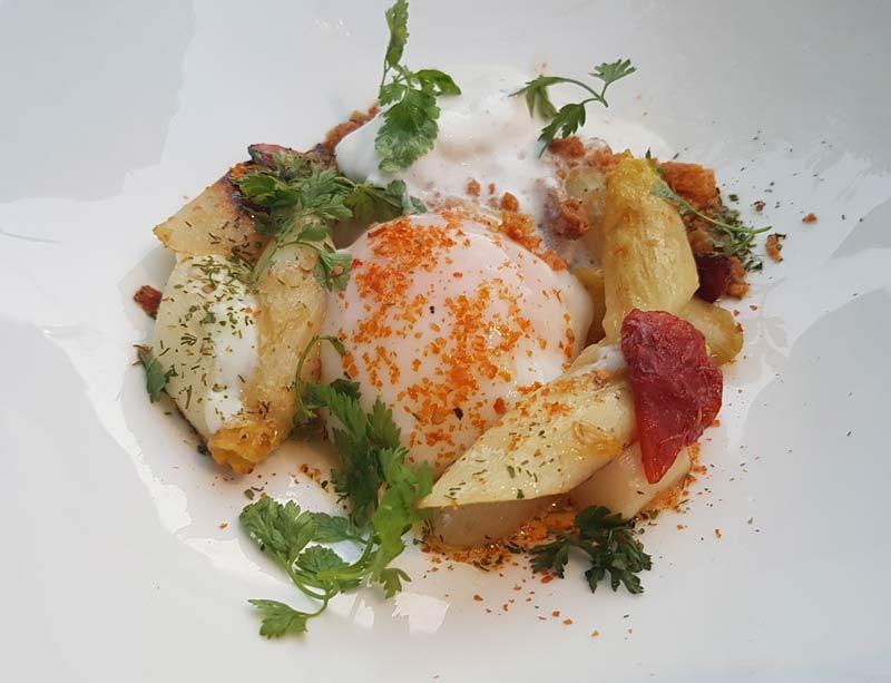 Asparagus starter at L'Orangerie