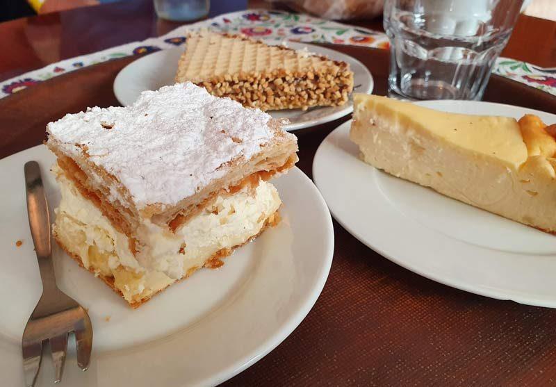 cheesecake and cream puff